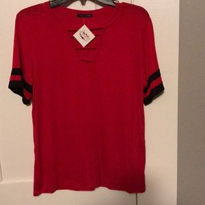 Tops - 🍀Red and black top
